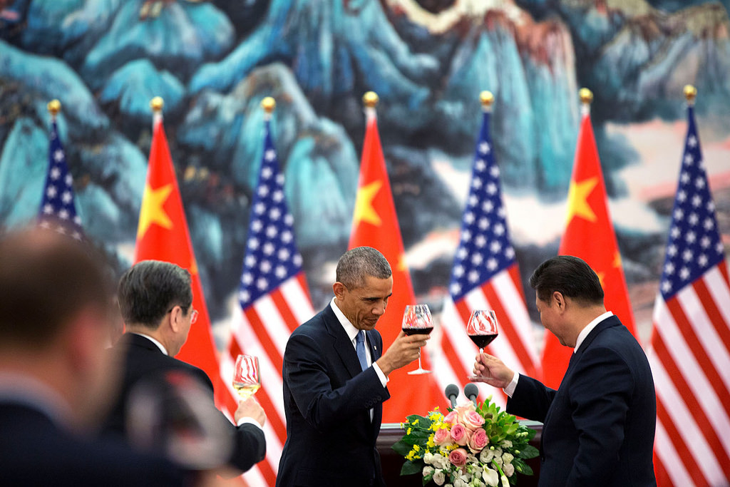 President Barack Obama offers a toast to President Xi Jinping of China